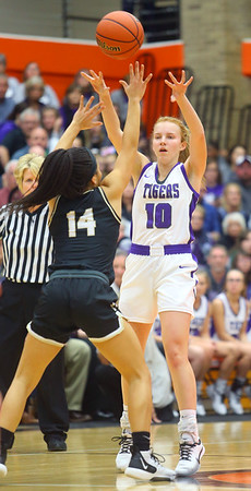 2-22-20<br /> Northwestern vs Penn girls basketball semistate<br /> NW's Klair Merrell tosses a pass.<br /> Kelly Lafferty Gerber | Kokomo Tribune