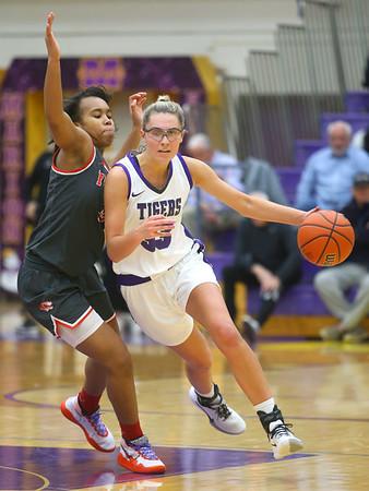 2-15-20<br /> Northwestern vs Fishers girls basketball regional semi-final<br /> Madison Layden heads down the court.<br /> Kelly Lafferty Gerber | Kokomo Tribune