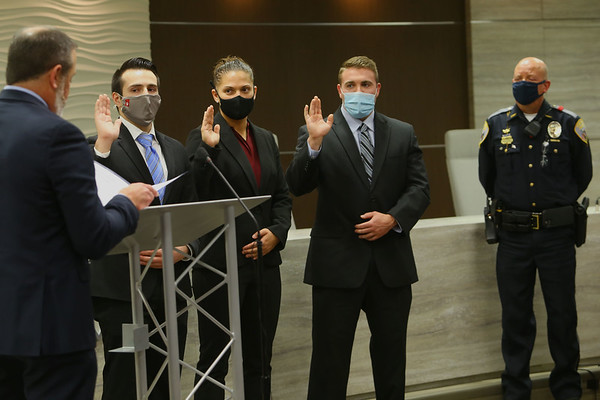 Mayor Tyler Moore gives the oath of office to the newest Kokomo Police officers Travis Cooper, Samantha Raber and Issa Oliver with chief Stout watching on Jan. 4, 2021. Tim Bath | Kokomo Tribune