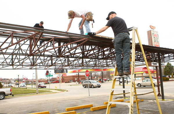 4-10-14<br /> Rebuilding Peru's BK<br /> From left: Nate Walter, Justin Graber, and J.D. Mock work together to put a roof on to Peru's BK, which was damaged last year due to the tornado in July.<br /> Kelly Lafferty | Kokomo Tribune