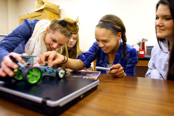 4-1-14   --- Exchange students from Finland at Central Middle School. Central Student Zara Hooper, exchange student Evie Mallender, Central Student Lauren Hicks and exchange student Jessica Bull work on a project during lab time in class. -- <br />   Tim Bath | Kokomo Tribune