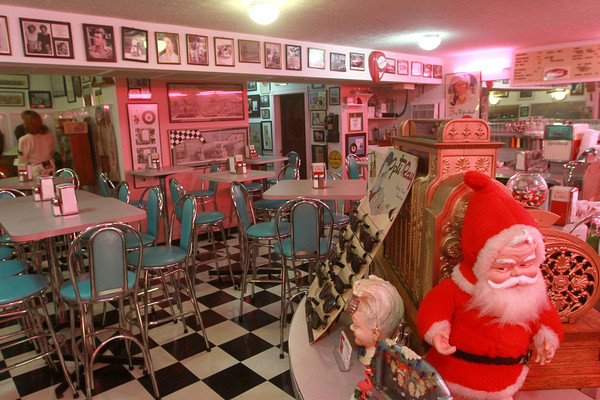 12-3-13<br /> A Summer Place<br /> The diner of 1950s themed A Summer Place is decorated for Christmas.<br /> KT photo | Kelly Lafferty
