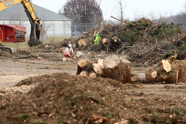 12-5-13<br /> Workers convert tree branches to woodchips in the parking lot of GM on Thursday.<br /> KT photo | Kelly Lafferty
