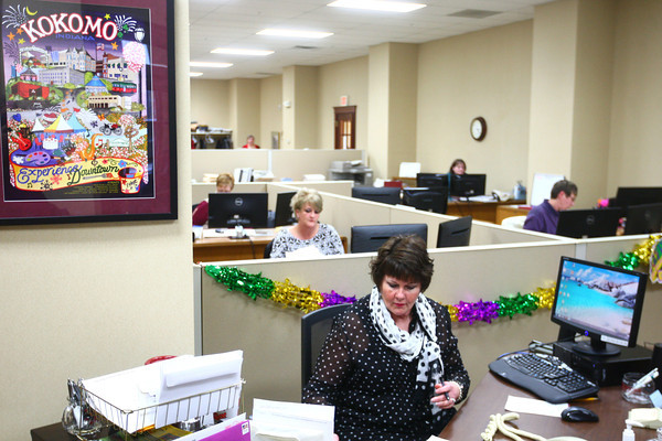 2-20-14<br /> First Farmers Bank & Trust<br /> Judy Brown works at First Farmers Bank & Trust's new location on Sycamore.<br /> KT photo | Kelly Lafferty