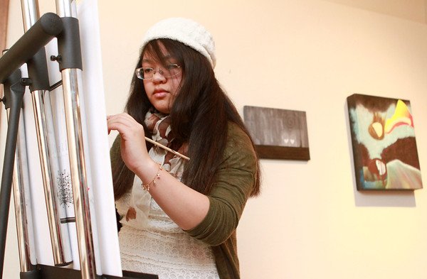 2-27-14<br /> International Baccalaureate students present personal projects<br /> Gabrielle Bayani works on a piece of art at Kokomo High School as part of her personal project.<br /> KT photo | Kelly Lafferty
