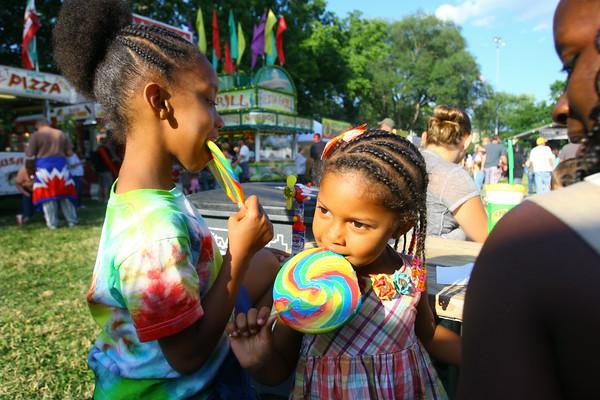 7-3-14   --- Isis White, 7 and sister Imerika White, 3, enjoying the giant suckers at Haynes Apperson Festival.  --<br />   Tim Bath | Kokomo Tribune