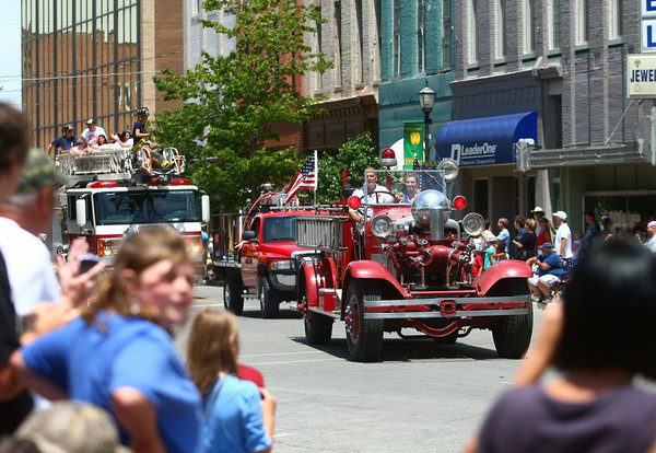 7-5-14<br /> Haynes Apperson Parade<br /> Parade-goers watch as Kokomo's Fire Department arrives at the courthouse square during the Haynes Apperson parade.<br /> Kelly Lafferty | Kokomo Tribune