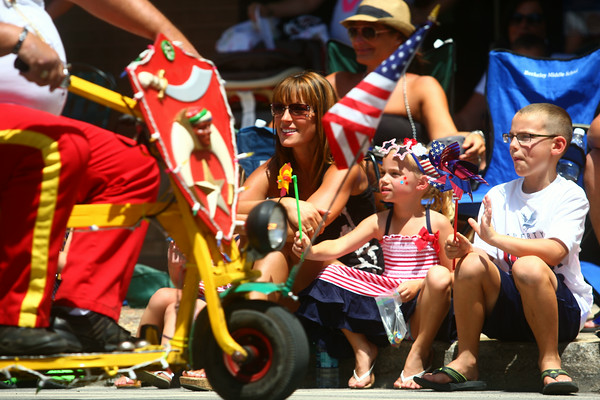 7-5-14<br /> Haynes Apperson Parade<br /> Kimberly Dunn-Lobosky and her daughter Brooke and son Jake, wave and watch the Logansport Shrine Club during the Haynes Apperson parade.<br /> Kelly Lafferty | Kokomo Tribune