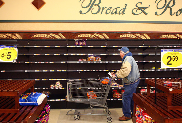 1-8-14<br /> Kroger low on bread<br /> Lester Healton looks over his options of bread as he shops at the Kroger on Washington St. on Wednesday.<br /> KT photo | Kelly Lafferty