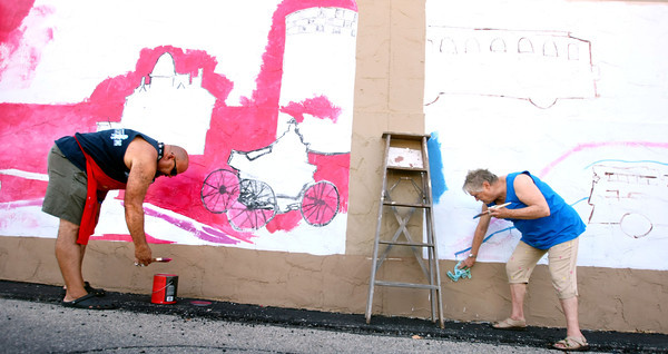 7-17-12<br /> Mural being painted on the side of the downtown bus station by volunteers from the Kokomo Art Association and kids from the YMCA's ARISE(Attitude Respect Initiative Service Education) program. Carlos Bermudez and Sara Smith draw in outlines of stuff that the kids will later paint.<br /> KT photo | Tim Bath