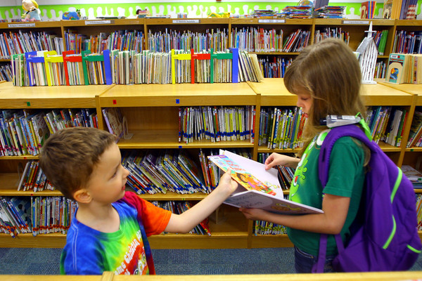 6-3-14   ---Jaylen Delangrange, 4, and sister Caitlyn Delangrange, 11, looking for books at the Greentown Library. --<br />   Tim Bath | Kokomo Tribune