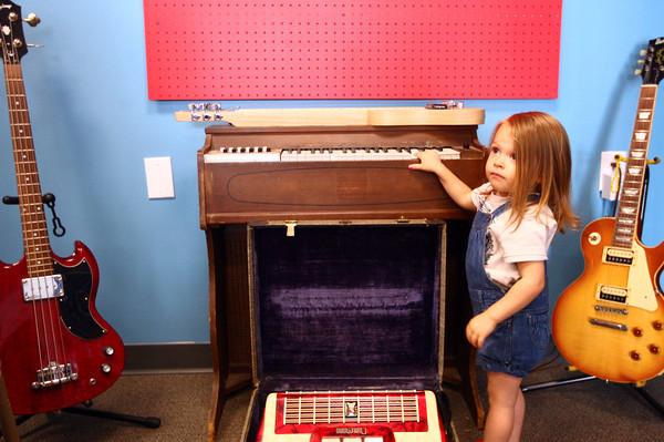 6-20-14<br /> American Dream HiFi<br /> 2-year-old Naomi Black plays on the electric organ at American Dream HiFi.<br /> Kelly Lafferty | Kokomo Tribune
