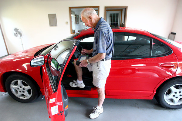 6-4-14<br /> Dick Smith mechanic<br /> Mechanic Dick Smith checks the different sensors of one of the cars in his garage in need of repair. Smith has been a mechanic for nearly 60 years.<br /> Kelly Lafferty | Kokomo Tribune