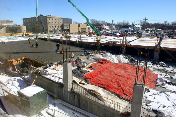 3-13-14   --- City Parking garage along Union Street between Sycamore and Walnut Streets work in progress with concrete being poured and finished.  -- <br />   KT photo   Tim Bath