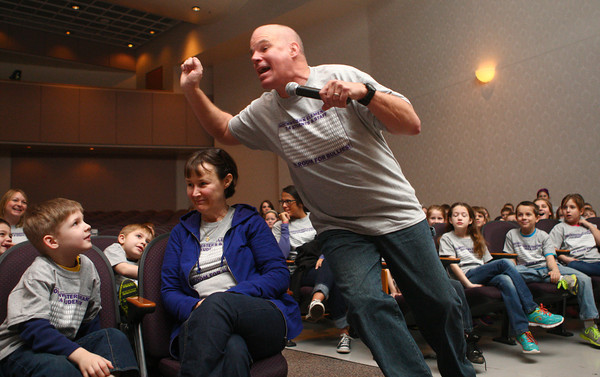 3-27-14<br /> Anti-bullying speaker at Northwestern Elementary<br /> Keith Detano entertains Northwestern Elementary School students as he speaks about anti-bullying on Thursday morning.<br /> KT photo | Kelly Lafferty