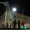 11-27-12<br /> IBEW and Huston Electric worked to string up Christmas lights on the flag pole in front of the courthouse on Tuesday night.<br /> KT photo | Kelly Lafferty