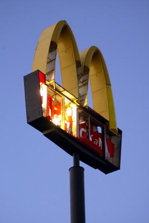 McDonalds sign at Lincoln and Washington.<br />   KT photo   Tim Bath