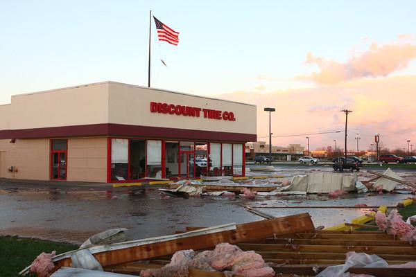 11-17-13<br /> Kokomo tornado damage<br /> Debris litters the parking lot of damaged Discount Tire Company on 31 and Boulevard.<br /> KT photo | Kelly Lafferty