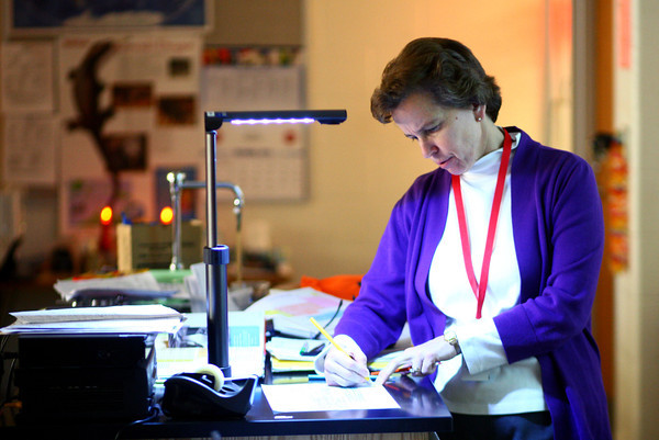 10-24-13<br /> Maconaquah teacher Eileen Johns<br /> Eileen Johns instructs her Chemistry class at Maconaquah High School.<br /> KT photo | Kelly Lafferty