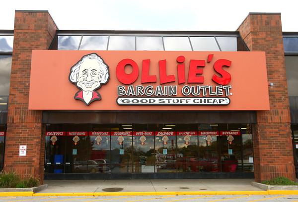 10-23-13<br /> Ollie's Bargain Outlet<br /> <br /> KT photo | Kelly Lafferty