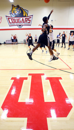 10-14-13  --  IUK Basketball practice at the new gym behind Memorial Gym.<br />   KT photo | Tim Bath