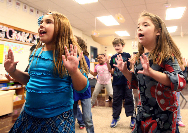 10-24-13<br /> Wallace School<br /> Jaelyana Betancort and Vivienne Pecka do a dance to learn Spanish numbers at Wallace School.<br /> KT photo | Kelly Lafferty