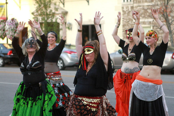 10-4-13<br /> First Friday October<br /> A belly dancing troupe from Red Door Vardo Arts performs in front of Kokomo's courthouse during First Friday.<br /> KT photo | Kelly Lafferty