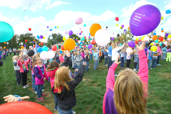 10-18-13  --  Western Primary School kids launch 1500 balloons in memory of Mason Hopkins who a student who died of brain cancer.<br />   KT photo | Tim Bath
