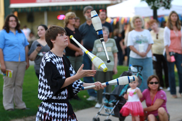 10-4-13<br /> First Friday October<br /> Austen McDaniel of The Cascades, a juggling group out of Peru, performs in front of spectators outside of Kokomo's courthouse during First Friday.<br /> KT photo | Kelly Lafferty
