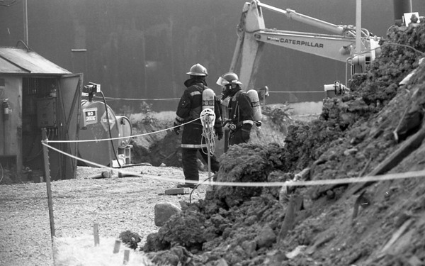 File photo 5-31-89  --  Chemical spill when 55 gallon barrells were being excavated at the Washington Street quarry just south of Park Road on May 31, 1989.<br />    KT file photo | Brian Reynolds