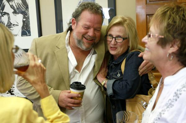 9-15-12 <br /> Kim Fipps Art Gallery<br /> Artist Kim Fipps hugs Kokomo native Debbie Dillman on Saturday at his art show.<br /> KT photo | Kelly Lafferty