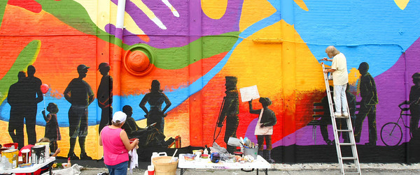 9-17-12 <br /> Local artists including Sara Smith, deciding her next move, and Cheryl Genovese painting, working on a mural on the side of the United Way building viewed from Mulberry Street.<br /> KT photo | Tim Bath