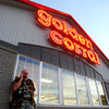 9-14-12<br /> Vietnam Veterans brought lots of money to Howard County. One popular spot to eat is the Golden Corral. Bruce Burnham makes a call after having dinner at the Golden Corral.<br /> KT photo | Tim Bath