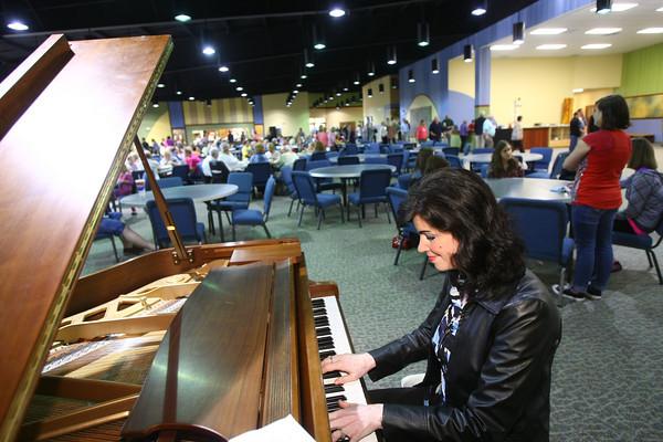 9-16-12 <br /> Crossroads Community Church Sunday morning breakfast<br /> Lillin Gurney plays the piano for the breakfast crowd.<br /> KT photo | Tim Bath