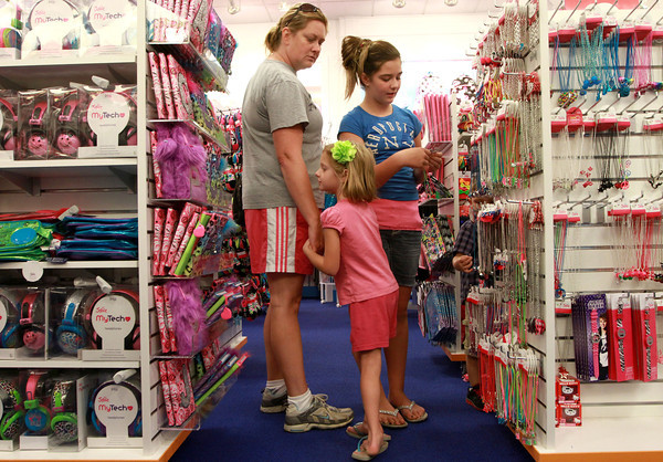 9-12-12<br /> New Justice store at Markland Mall<br /> Abby McDaniel, 6, holds the hand of her mom Angie McDaniel as she shops for jewelry with her and 11-year-old Lyla Day. They were looking for a necklace to go with Abby's school picture outfit at the newly opened Justice in Markland Mall.<br /> KT photo   Kelly Lafferty