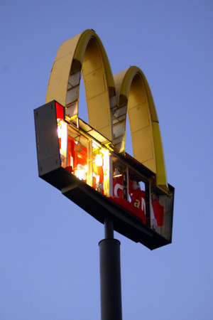 McDonalds sign at Lincoln and Washington.<br />   KT photo | Tim Bath