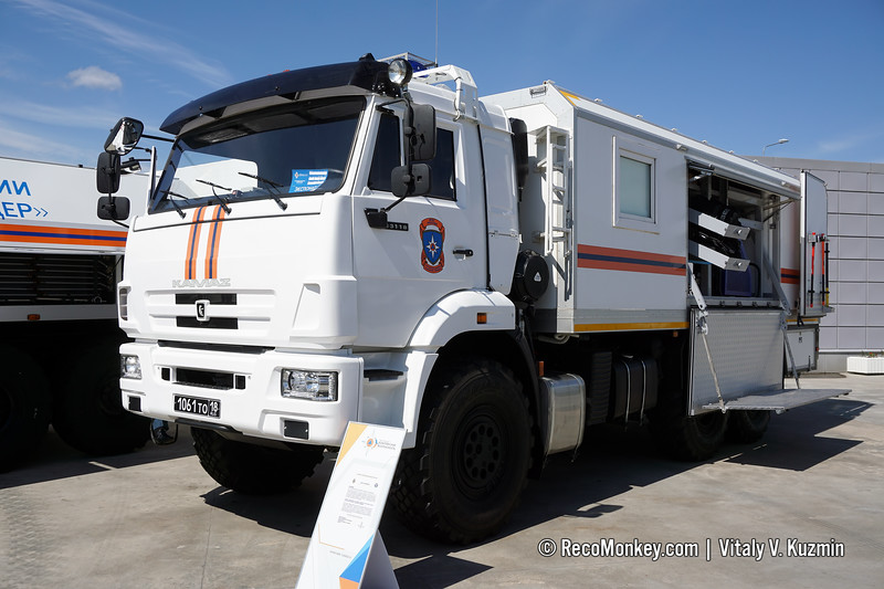 SAM RKh Duplex rescue vehicle for radioactively and chemically contaminated areas