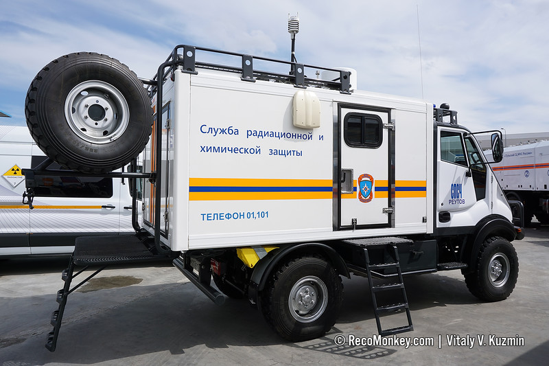 AMS-RKhR radiological and chemical recce vehicle