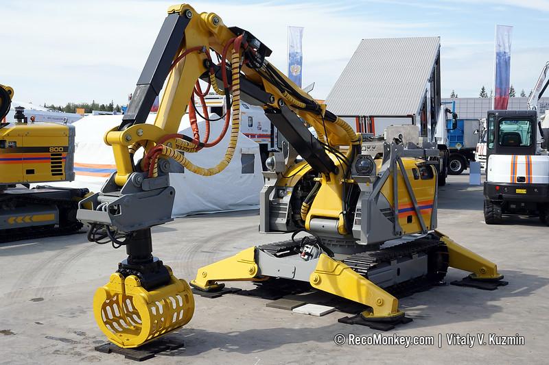 BROKK-330 demolition robot