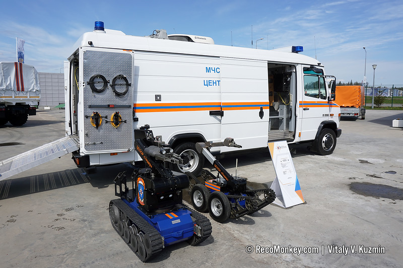 TEL630-L UGV control and service vehicle with tEODor and telemax UGVs