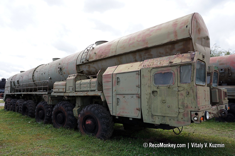 15T382 support vehicle for 15P158 Topol ICBM