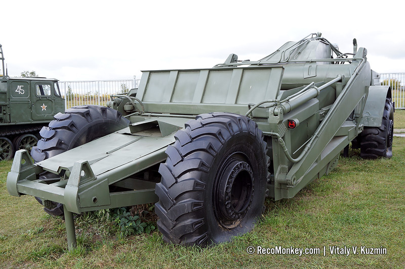 D-357P scraper with MoAZ-546P tractor