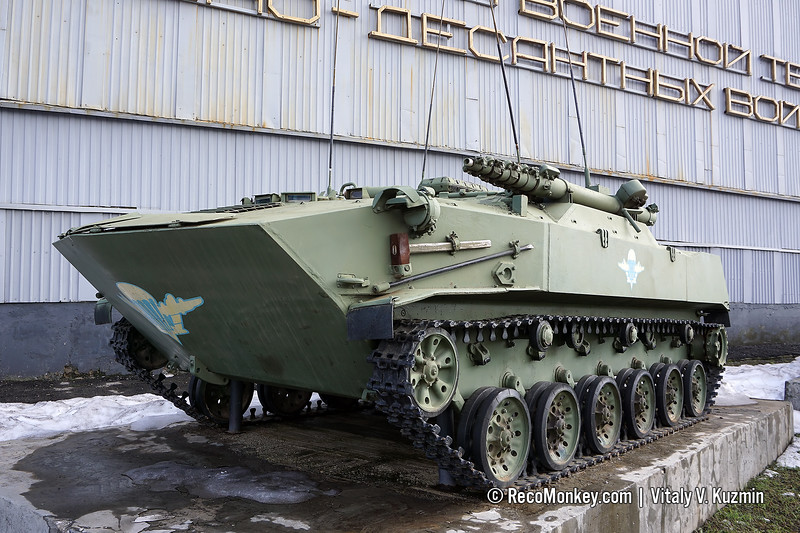 BMD-1R signal vehicle