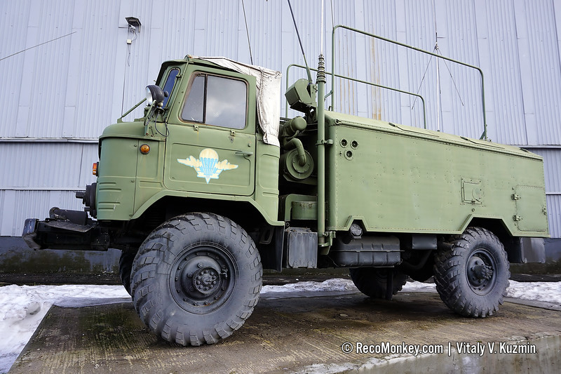 R-142D command and signal vehicle