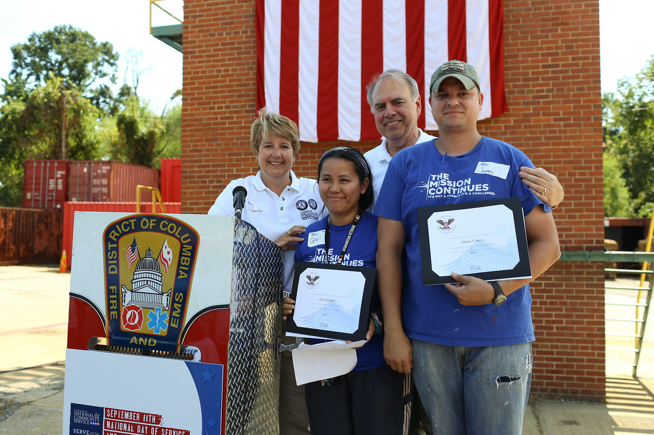 CNCS CEO, Wendy Spencer, Director of AmeriCorps, Bill Basl and presidential service award recipients. Corporation for National and Community Service Photo.