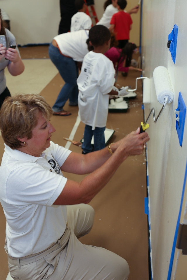 CNCS CEO, Wendy Spencer painting at the 9/11 Day of Service at the D.C. Fire and EMS training facility. Corporation for National and Community Service Photo.