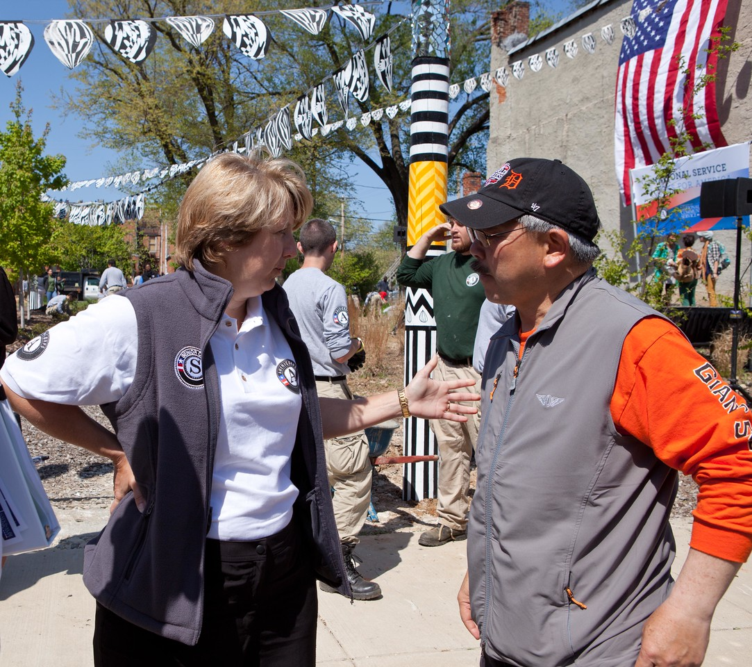CNCS CEO Wendy Spencer talks to San Francisco Mayor Edwin M. Lee about the important of national service at the Service Bowl in Baltimore, MD. Corporation for National and Community Service Photo.