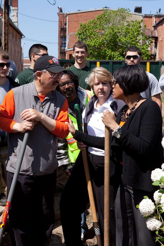 CNCS CEO Wendy Spencer, San Francisco Mayor Edwin M. Lee, and Baltimore Mayor Stephanie Rawlings-Blake talk about national service at the Service Bowl in Baltimore, MD. Corporation for National and Community Service Photo.