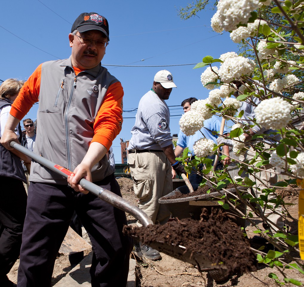 San Francisco Mayor Edwin M. Lee and AmeriCorps members beautify a park at the Service Bowl in Baltimore, MD. Corporation for National and Community Service Photo.