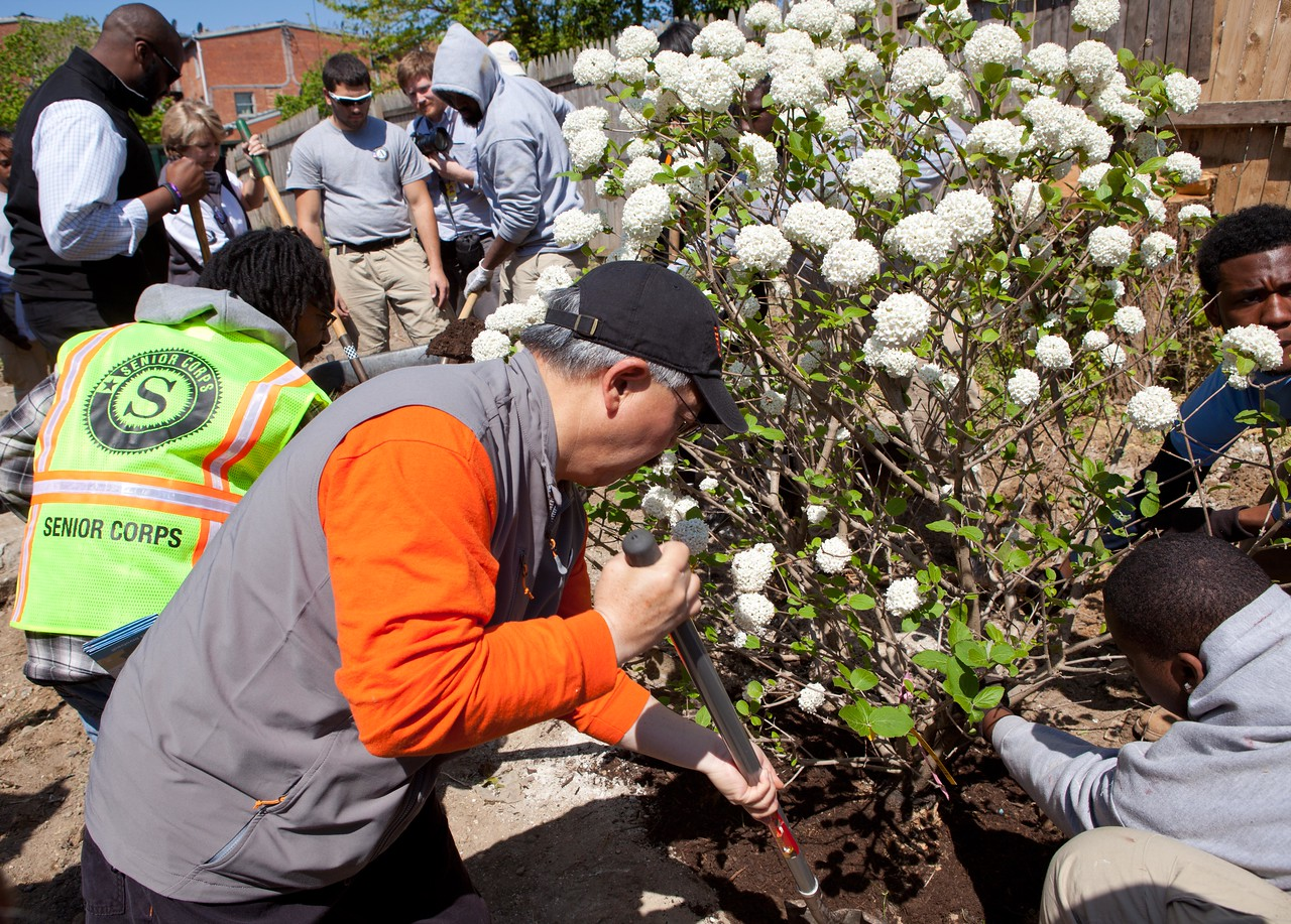 San Francisco Mayor Edwin M. Lee, Senior Corps volunteers, and AmeriCorps members beautify a park at the Service Bowl in Baltimore, MD. Corporation for National and Community Service Photo.